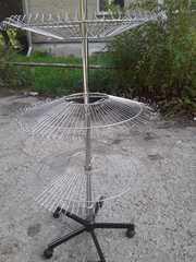 Продам торговый стеллаж круглый   металлический никелированный     3 п